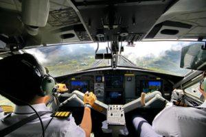 pilote dans le cokpit